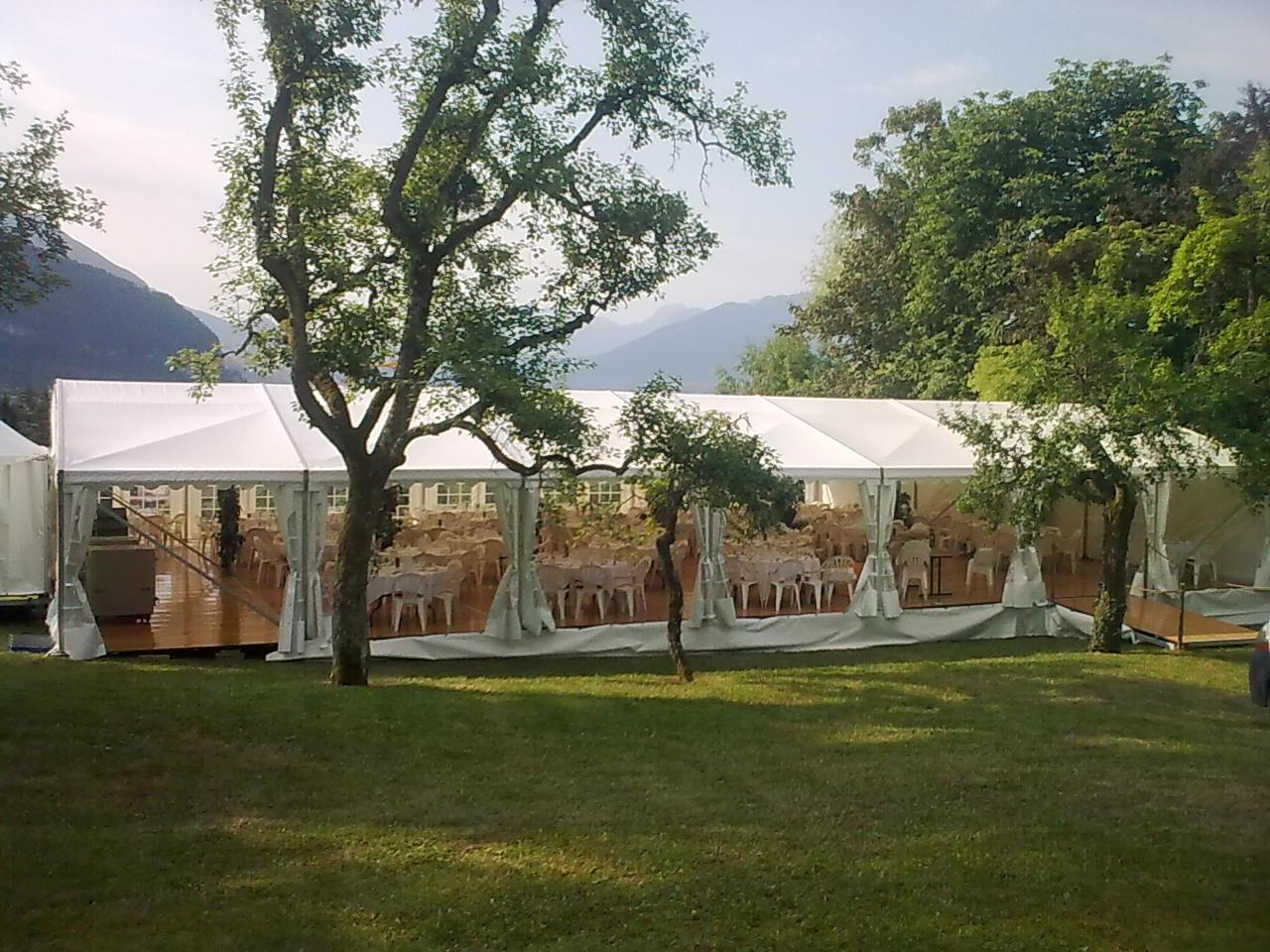 Lunch service mariage dans un jardin for Dans in jardin